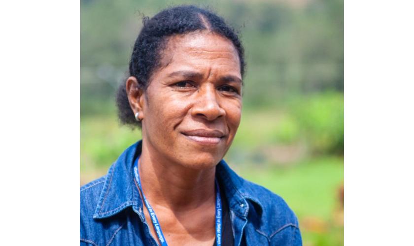 Cyndi Guvama, tradutora da Bíblia em Korafe. (Foto: Reprodução / Stephanie Ernandes)