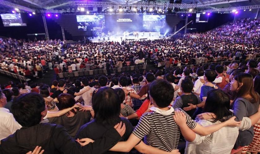 Cultos na City Harvest Church, em Singapura. (Foto: Reprodução/City Harvest Church)