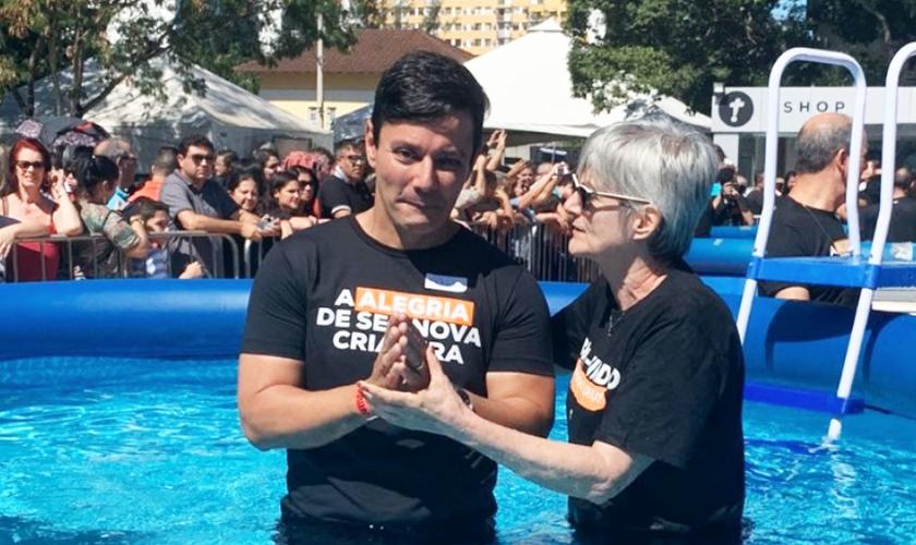 Antônio Callado foi batizado quatro meses depois se entregar a Cristo. (Foto: Igreja Batista Atitude)