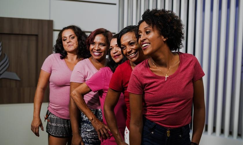 As mulheres participaram de sessão fotográfica após dia de beleza. (Foto: Arthur Henrique)