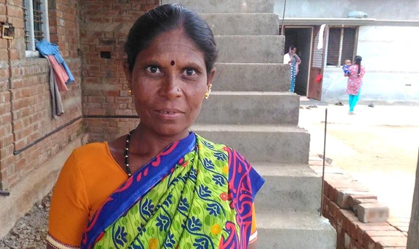 Haida, ex-prostituta que agora está sendo alfabetizada pela Mission India. (Foto: Reprodução/MNN Online)