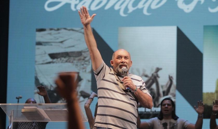 Pr. Hudson Medeiros, líder do ministério Brasil de Joelhos. (Foto: Reprodução/Rede Super)