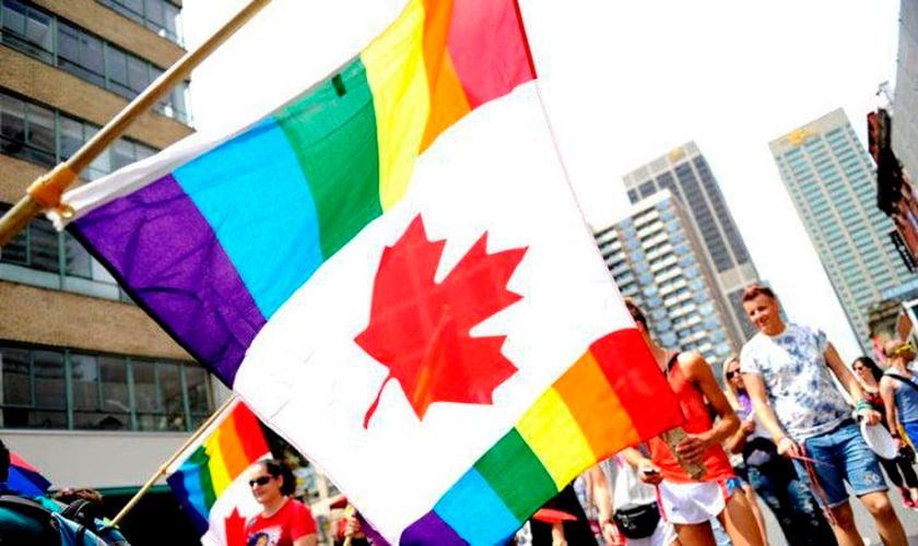 Canadá pressiona por lei que favorece opção homossexual. (Foto: Reprodução/Twitter/Metro)