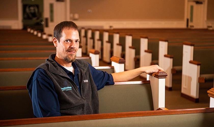 Mahlon LeCroix tornou-se pastor após ser restaurado de vício em bebida.  (Foto: Catherine Godbey/The Decatur Daily)
