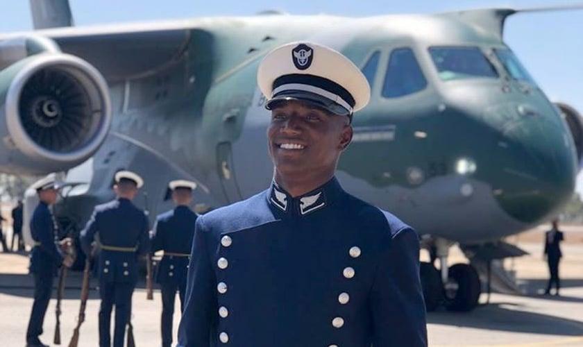 Depois de morar na rua, Adson Quintino realizou o sonho de entrar na Força Aérea Brasileira. (Foto: Arquivo Pessoal)