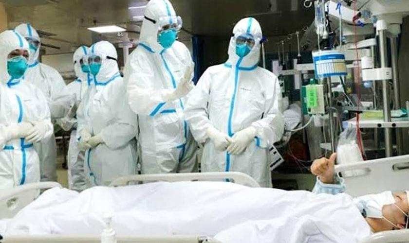 Médicos lutam contra o Covid-19. (Foto: Reprodução/Facebook)