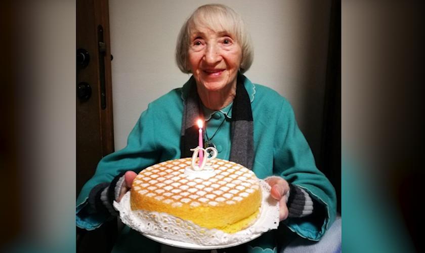 Italica Grondona na comemoração dos seus 102 anos. (Foto: Reprodução/CNN)