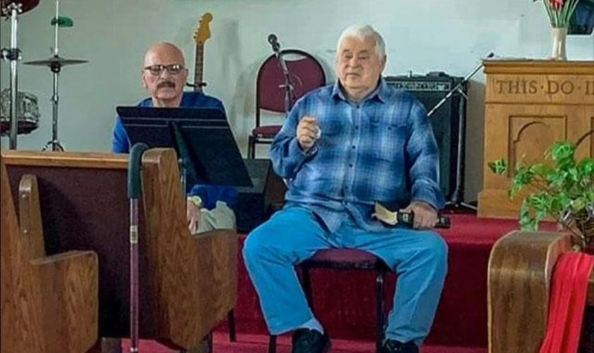 O Pr. José Lopes [à direita] está recuperado do Covid-19. (Foto: Reprodução/Facebook)