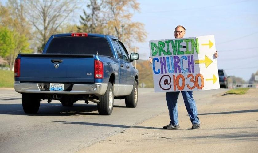 Cristãos apelam para orações e oferecem 'drive-thru' às pessoas. (Foto: Getty/AFP/Arquivos)