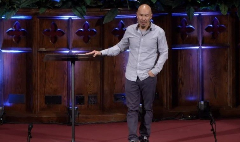 O pastor e autor Francis Chan. (Foto: YouTube / Moody Bible Institute)