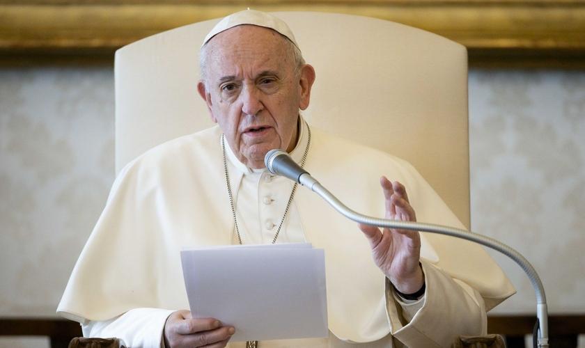 Papa sugere salário mínimo universal por causa do Covid-19. (Foto: Reuters)