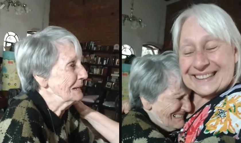 Vídeo emocionante mostra Esther Pereira contando que Jesus apareceu e a abraçou enquanto orava. (Foto: Reprodução/Facebook)