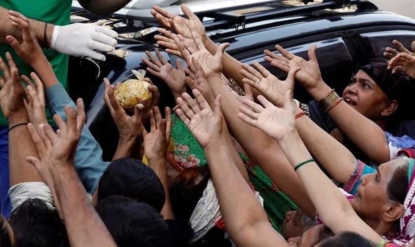 Cristãos ficam sem alimentos doados no Paquistão. (Foto: Reprodução/Reuters)