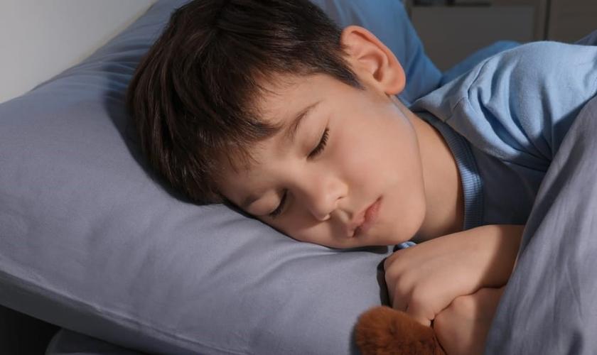 Menino conta sonhos proféticos com fim da pandemia. (Foto ilustrativa: Reprodução/Shutterstock)