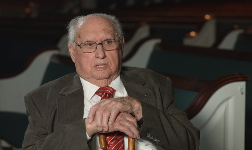 Aos 93 anos, o Pr. Fred Lunsford diz que Deus falou com ele sobre o ajuntamento para oração. (Foto: Reprodução/BP Press)