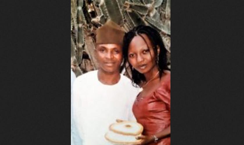 Casal de noivos sequestrados durante o casamento. (Foto: Reprodução/Morning Star News)