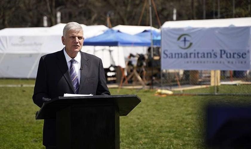 Franklin Graham em discurso no hospital de campanha no Central Park. (Foto: Reprodução/Samaritan's Purse)