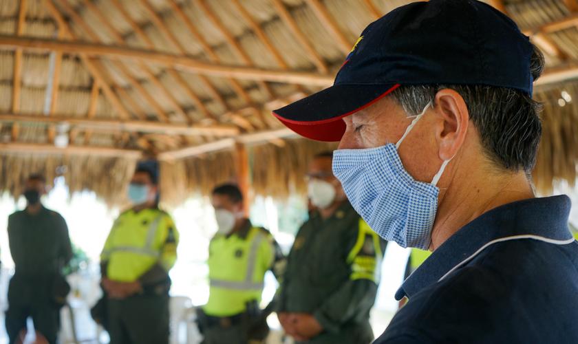 Tearfund ora e entrega alimentos para 500 famílias vulneráveis na Colômbia, como resposta à pandemia de coronavírus. (Edrei Cueto / Tearfund)