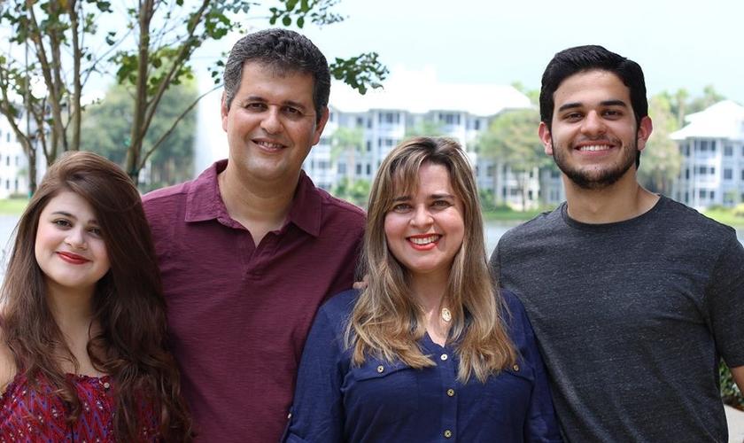 Ronaldo Lidório e sua família atualmente vivem em Manaus (AM), onde ele exerce seu ministério ligado a Missões. (Foto: Facebook)