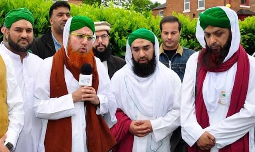 Clérigos muçulmanos da Dawat-e-Islami. (Foto: Reprodução/Jihadwatch)