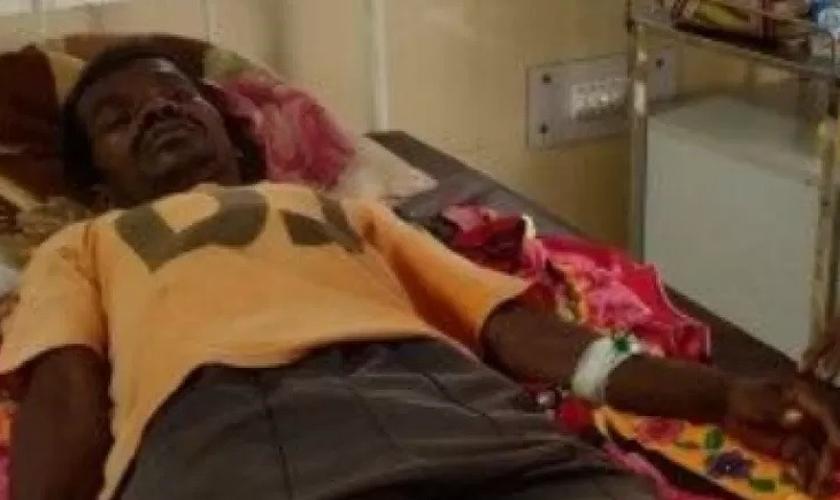 Cristão indiano ferido após ataque por grupo animista. (Foto: Reprodução/Premier)