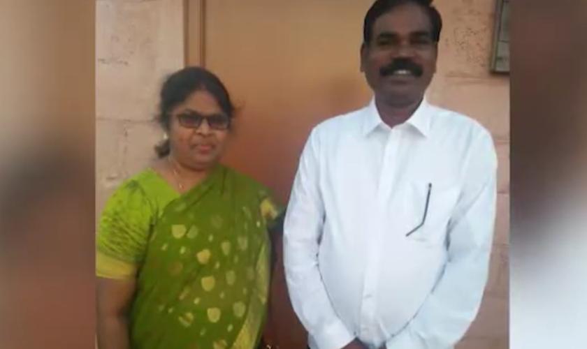 O pastor Challadorai e sua esposa. (Foto: Reprodução/ Persecution Relief)
