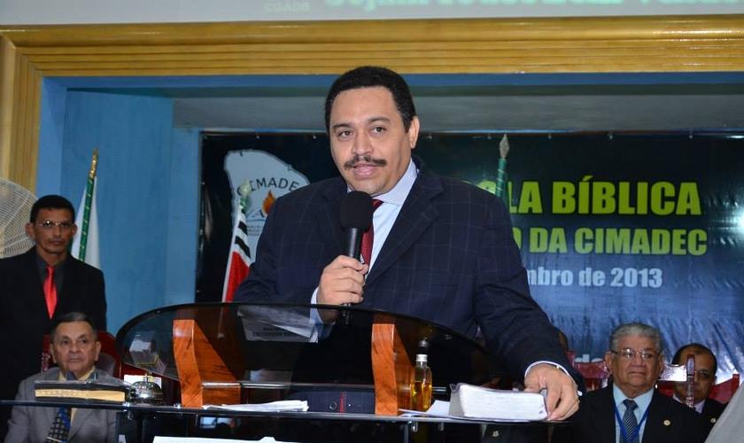 Pastor Neto Nunes faleceu devido ao novo coronavírus. (Foto: Reprodução/Facebook)