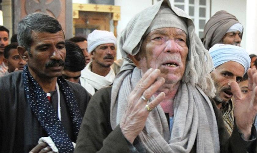 Cristãos coptas durante culto. (Foto: Reprodução/Coptic Solidarity)