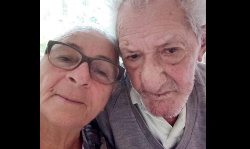 Casal de idosos curados da Covid-19, em São Sebastião (SP). (Foto: Reprodução/G1)
