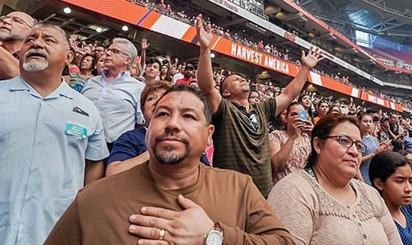 Culto no Harvest America, em 11 de junho, no University of Phoenix Stadium, em Glendale, Arizona. (Foto: Reprodução/ Harvest Christian Fellowship)