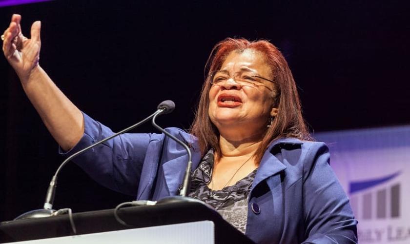 A evangelista Alveda King aconselha líderes em tempos de protestos raciais. (Foto: Brian Frank/Reuters)