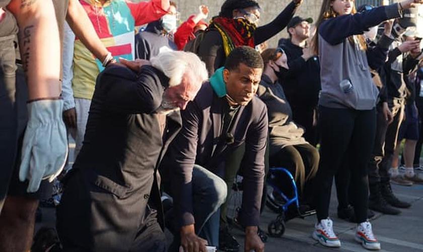 O pastor Dimas Salaberrios pregou a manifestantes nos EUA. (Foto: Dimas Salaberrios)