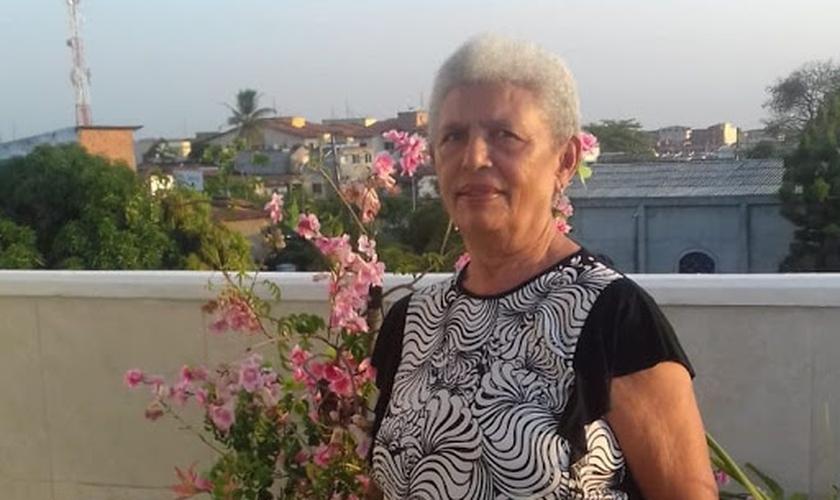 Dona Francir, de 72 anos, é mais uma vencedora na batalha contra a Covid-19. (Foto: Arquivo pessoal)