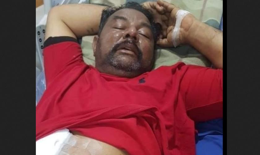 Nadeem Joseph após ser ferido a bala por muçulmanos. (Foto: Reprodução / Herald Malaysia)