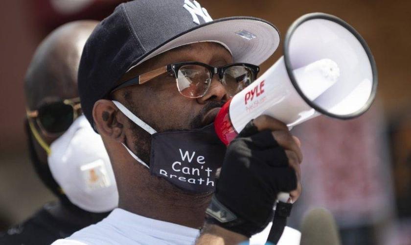 Terrence Floyd, irmão de George Floyd, pede o fim dos protestos violentos. (Foto: Reprodução/Stephen Maturen/ Getty Images/AFP)