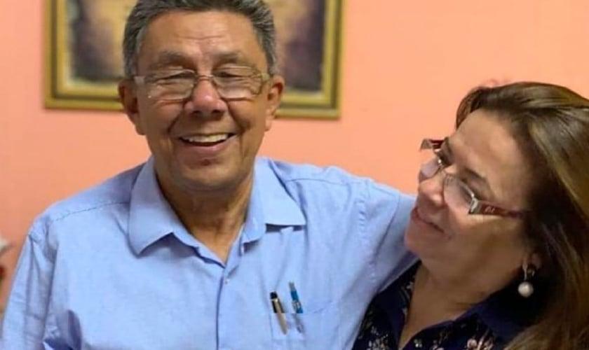 Os pastores Romilda Pinto e Claudionor Lucas Cardoso. (Foto: Reprodução/Arquivo Pessoal/Só Notícias)