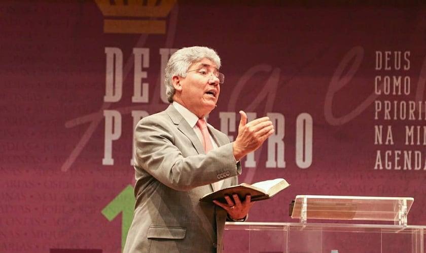 Pastor Hernandes Dias Lopes durante pregação. (Foto: Igreja Presbiteriana de Pinheiros)