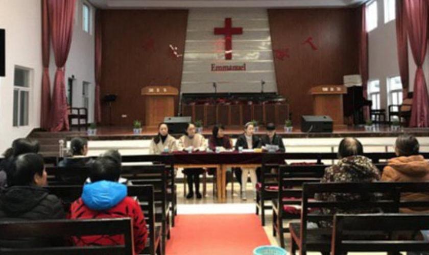 No final do ano passado, funcionários da cidade de Qidong, na província oriental de Jiangsu, realizaram eleições para a administração de uma igreja Three-Self. (Foto: Reprodução/Bitter Winter)