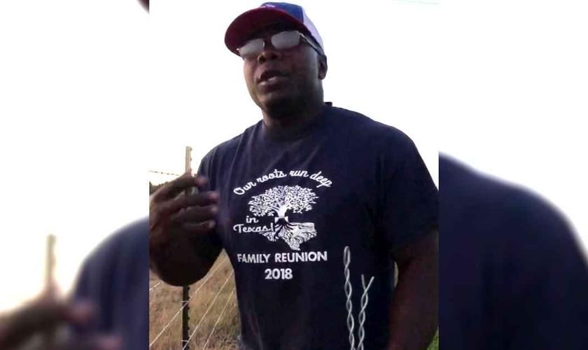 Jerry Roberts é funcionário em uma fazenda no Texas e seu vídeo está alcançando milhões de pessoas nas redes sociais. (Imagem: Facebook)