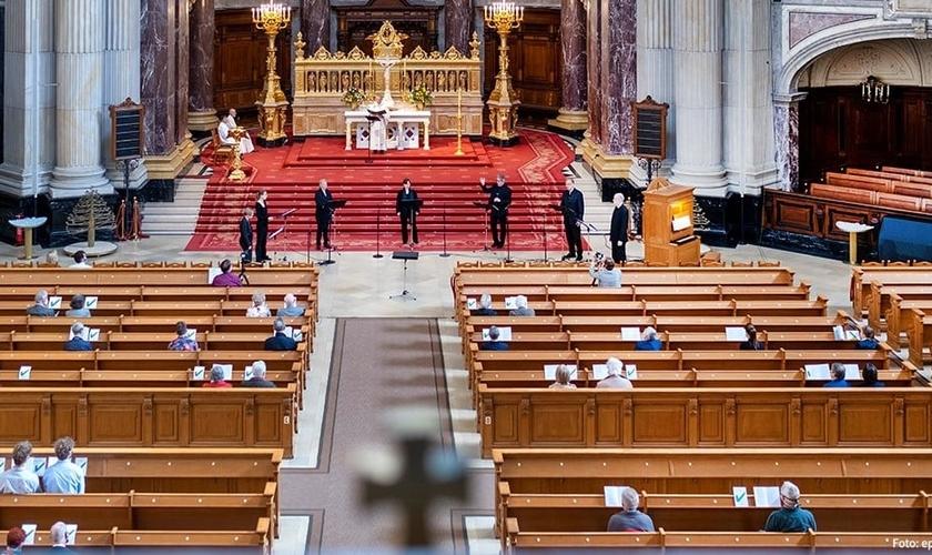 Culto na Igreja Evangélica da Alemanha (EKD). (Foto: Reprodução / Facebook)