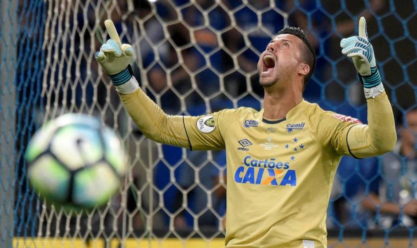 Fábio é o jogador que mais atuou pela equipe do Cruzeiro. (Foto: Washington Alves/Reuters)