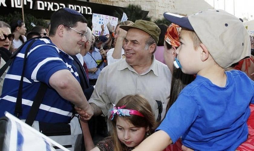Judeus imigrantes recebidos no Aeroporto Ben Gurion, em Israel. (Foto: Reprodução / Jewish Agency)