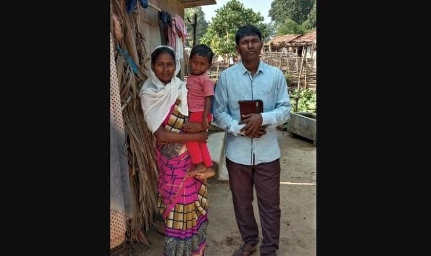 O pastor e missionário Munshi Dev Tado era casado e pai de quatro filhos. Foi assassinado após ter a realização de um culto interrompida em sua própria casa. (Foto: Morning Star News)
