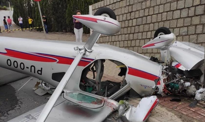 Acidente com avião ocorreu na manhã deste sábado em Guabiruba. (Foto: Corpo de Bombeiros/ Divulgação)