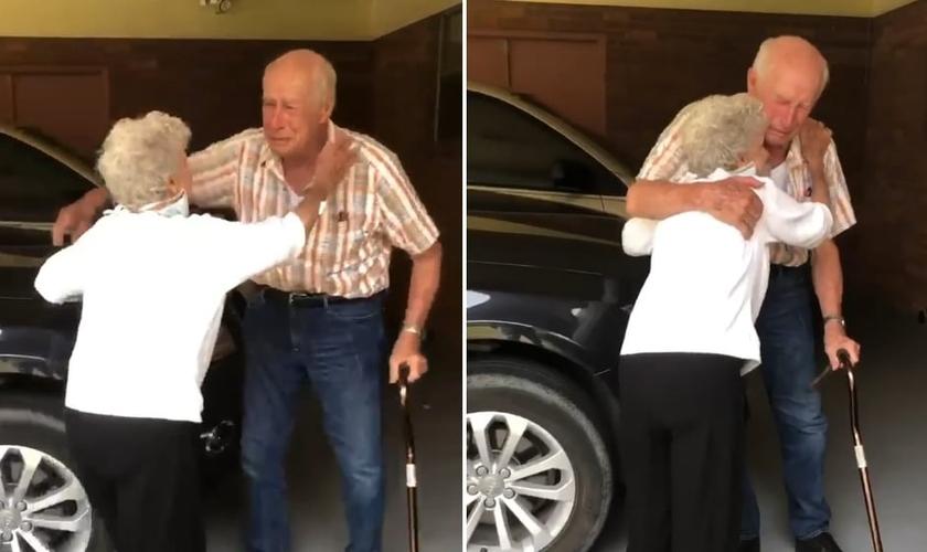 Casados há 71 anos, David e Loretta Bowen se viram após semanas separados. (Foto: Reprodução/Instagram/Krista Kellum)