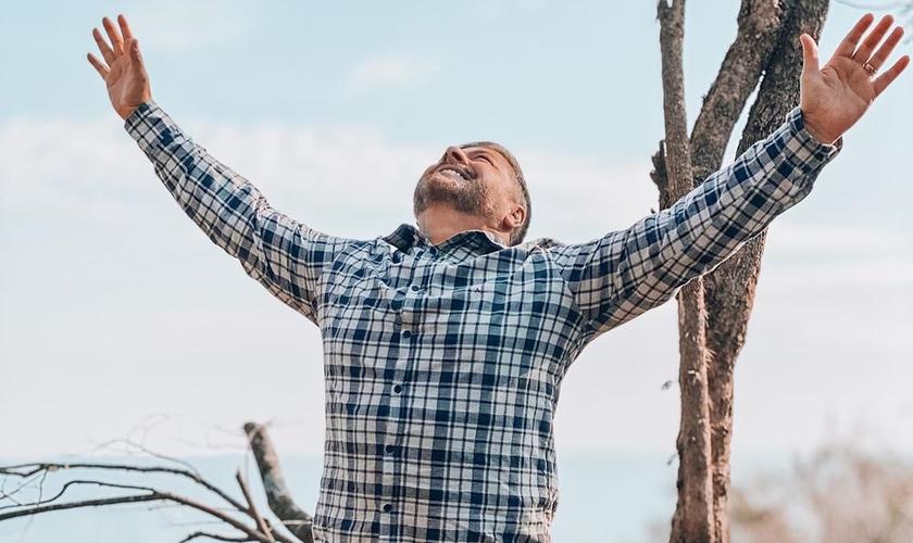 O pastor Joel Engel diz que um dos significados do conceito de fé é a fidelidade. (Foto: Ministério Engel)