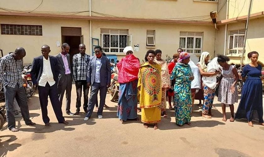 Fiéis e pastores de Uganda presos em 2 de agosto de 2020. (Foto: Reprodução / UGCN)
