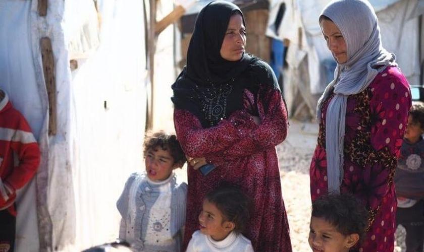 Famílias refugiadas já enfrentam uma grave crise de fome e desemprego no Líbano. (Foto: Reprodução / Portas Abertas)