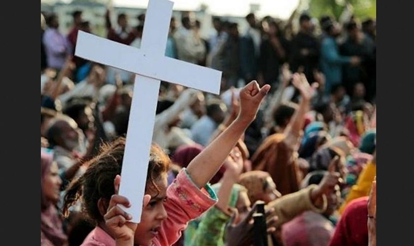 Cristãos são grupo religioso mais perseguido no mundo. (Foto: Reprodução / GOD TV)