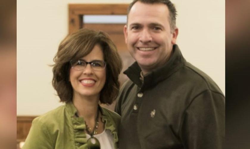 O Pr. John Jordan e sua esposa Stephanie. (Foto: Reprodução / AG)